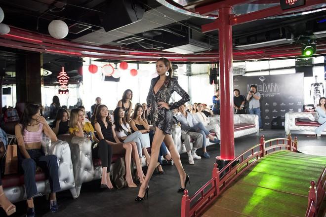 Võ Hoàng Yến và Hoa hậu Hương Giang nổi hứng chọn vũ trường làm nơi tổ chức casting người mẫu - Ảnh 3.