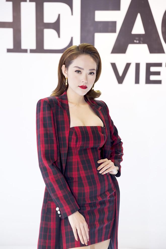 Võ Hoàng Yến - Minh Hằng - Thanh Hằng choàng vai bá cổ hát mừng sinh nhật Nam Trung  - Ảnh 6.