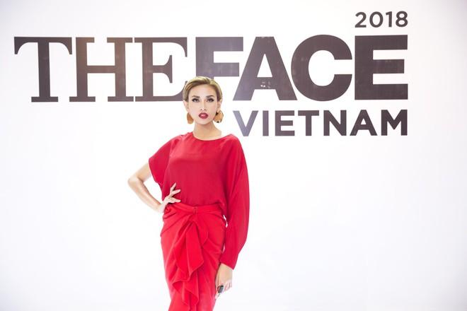 Võ Hoàng Yến - Minh Hằng - Thanh Hằng choàng vai bá cổ hát mừng sinh nhật Nam Trung  - Ảnh 8.