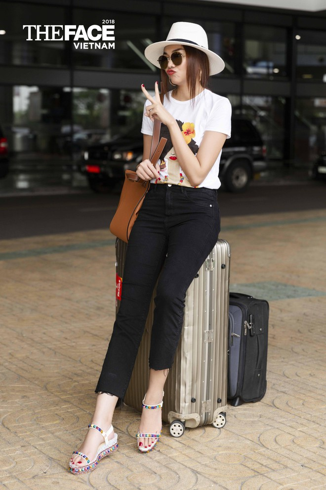 Đều lên đồ ra sân bay chuẩn bị casting The Face, Thanh Hằng - Minh Hằng mặc đẹp bất phân thắng bại - Ảnh 2.
