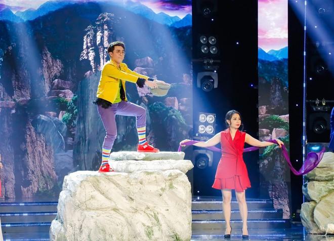 Cẩm Ly thay đổi 180 độ trên sân khấu khiến ai nấy đều ngỡ ngàng - Ảnh 2.