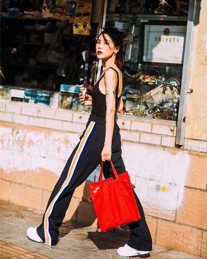 Street style diện toàn màu nền nã ngắm mãi không chán của các quý cô Châu Á - Ảnh 4.