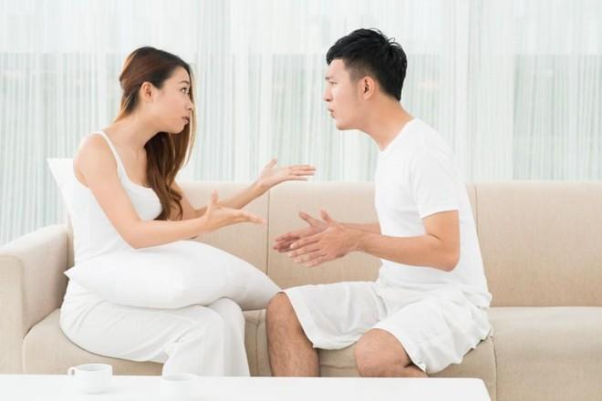 Tình cờ phát hiện ra lý do con riêng sợ tới nhà, tôi tức giận với vợ nhưng lại bị trách ngược là chiều con - Ảnh 4.