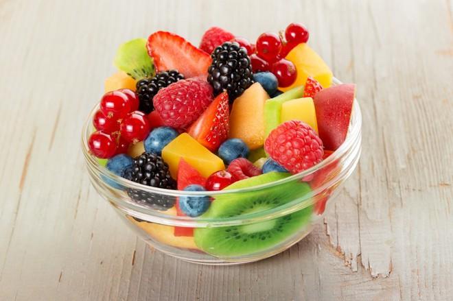 Giải mã những hiểu lầm: Nên và không nên ăn trái cây khi nào, có nên ăn trái cây buổi tối không? - Ảnh 3.