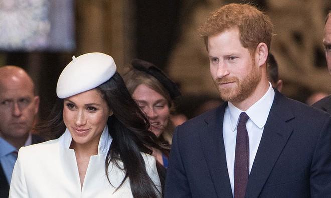 Điều gì sẽ xảy ra khi Công nương Meghan sinh cho Hoàng tử Harry một bé gái? - Ảnh 1.