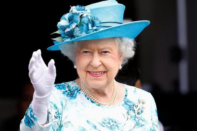 Meghan nhận ân sủng mới từ Nữ Hoàng Anh, Công nương Kate chưa từng có - Ảnh 1.
