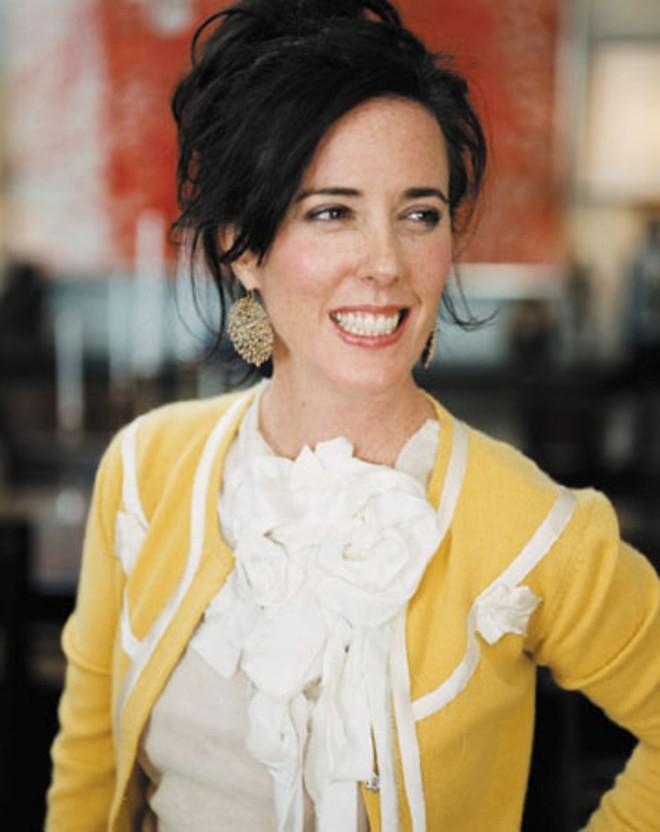 NTK Kate Spade - mẹ đẻ của những chiếc túi nổi tiếng được phát hiện tự tử, ra đi ở tuổi 55 - Ảnh 1.
