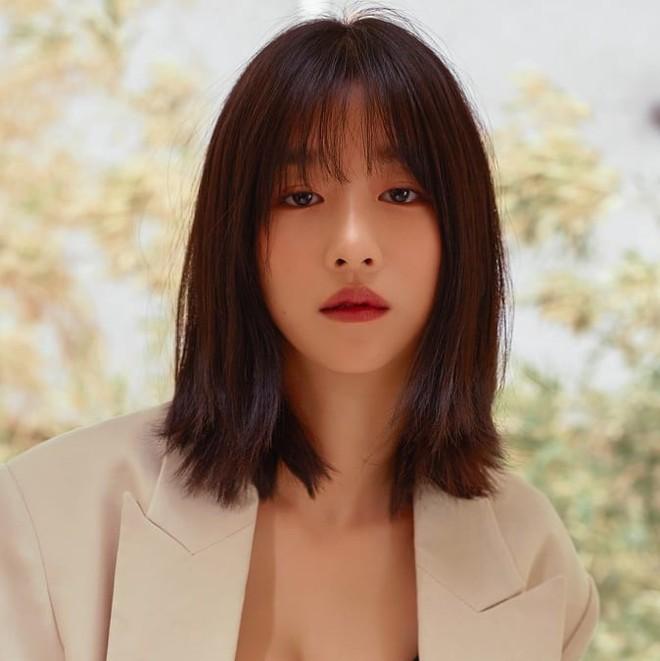Sao Hàn để tóc bob, người thì trẻ ra vài tuổi, người thì sang chảnh ngút trời, các chị em cũng thử lột xác với kiểu tóc này xem - Ảnh 10.