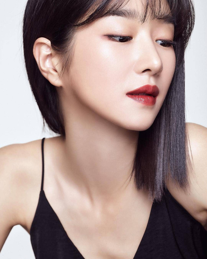 Sao Hàn để tóc bob, người thì trẻ ra vài tuổi, người thì sang chảnh ngút trời, các chị em cũng thử lột xác với kiểu tóc này xem - Ảnh 11.