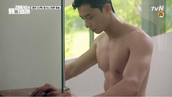 Mới tập 1 Thư ký Kim, Park Seo Joon đã khoe body 6 múi cực quyến rũ - Ảnh 2.