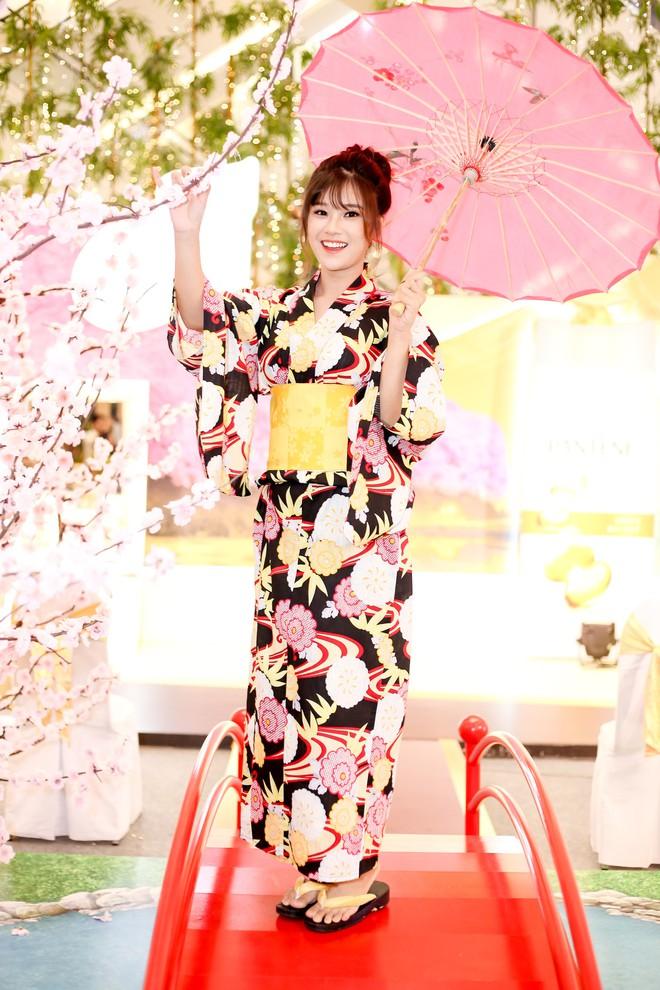 Diện kimono xinh xắn, Hoàng Yến Chibi nhí nhảnh hóa thiếu nữ bên hoa đào - Ảnh 5.