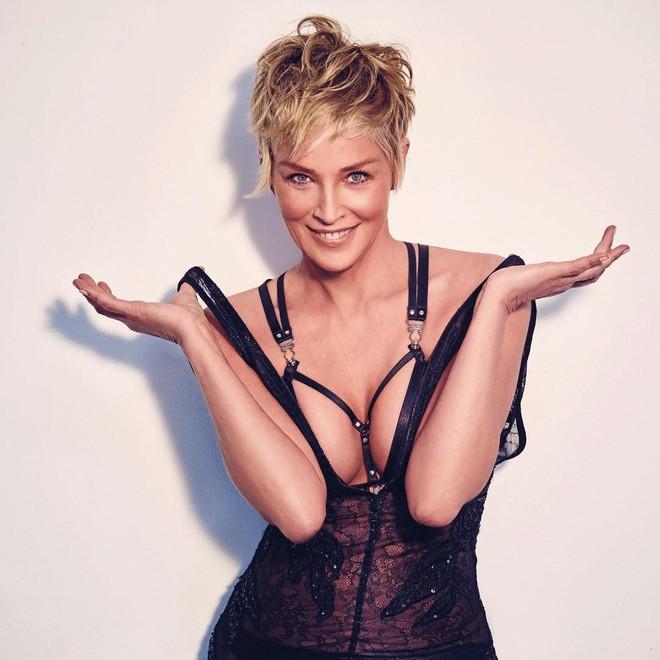 Người đẹp Bản Năng Gốc Sharon Stone và bí quyết giữ thân hình nóng bỏng nuột nà bất chấp đã bước sang tuổi 60 - Ảnh 7.