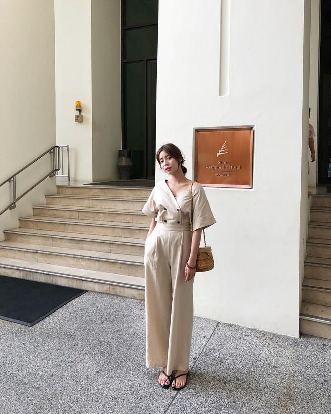 Combo gái Hàn mê nhất hè này chắc chắn là mặc đồ đũi be vàng và đeo 3 kiểu túi sau - Ảnh 5.