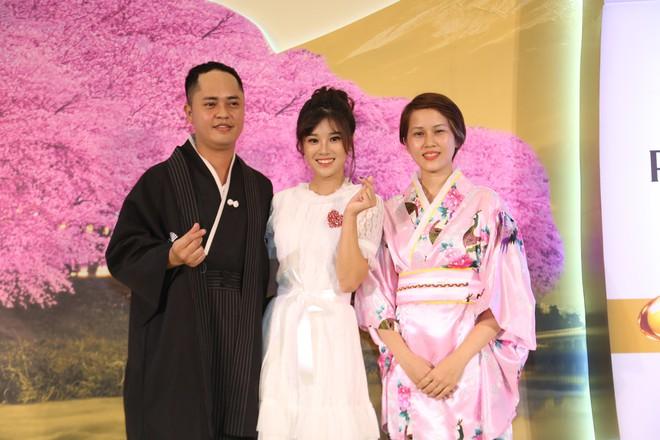 Diện kimono xinh xắn, Hoàng Yến Chibi nhí nhảnh hóa thiếu nữ bên hoa đào - Ảnh 3.