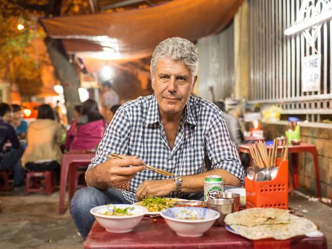 Hành trình yêu và đưa ẩm thực Việt ra thế giới của đầu bếp Mỹ nổi tiếng Anthony Bourdain - Ảnh 1.
