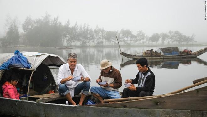 Bánh mỳ Hội An lên truyền hình Mỹ và những hình ảnh không thể nào quên khi đầu bếp Anthony Bourdain đưa ẩm thực Việt Nam đến gần hơn với thế giới - Ảnh 9.