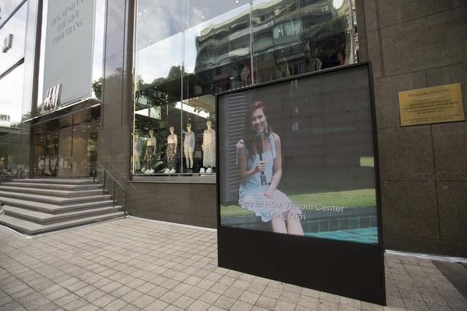 H&M chính thức mở bán BST kết hợp cùng Đông Nhi, hình ảnh của nữ ca sĩ trải khắp từ cửa hàng đến mác quần áo  - Ảnh 2.