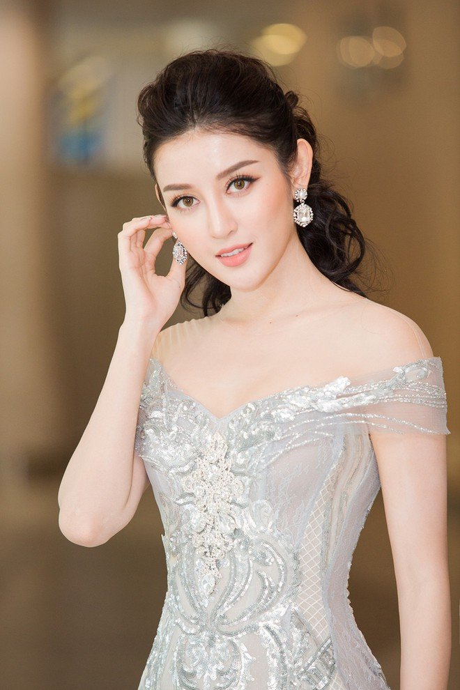 Vắng Hồ Ngọc Hà, Kim Lý vui vẻ trò chuyện cùng Huyền My tại sự kiện - Ảnh 3.