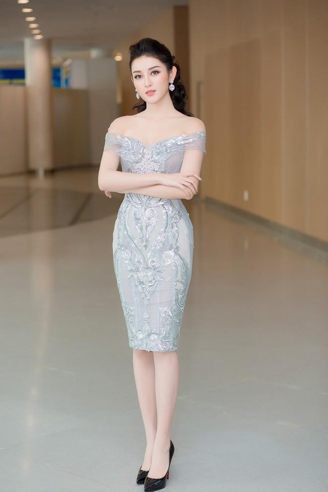 Vắng Hồ Ngọc Hà, Kim Lý vui vẻ trò chuyện cùng Huyền My tại sự kiện - Ảnh 2.