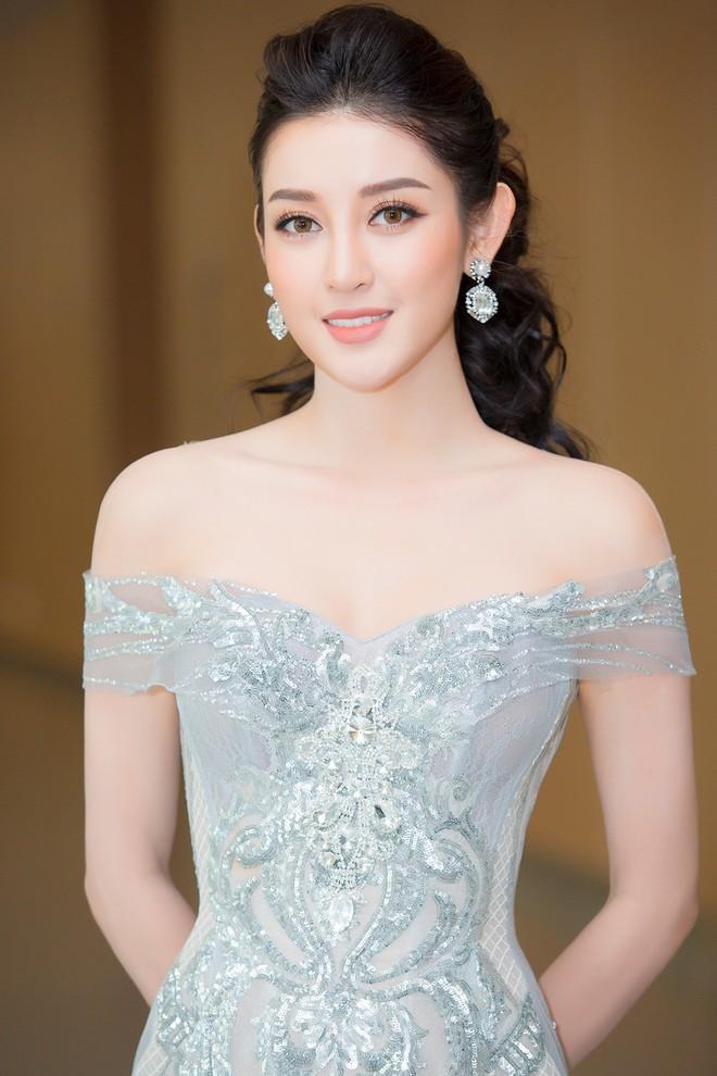 Vắng Hồ Ngọc Hà, Kim Lý vui vẻ trò chuyện cùng Huyền My tại sự kiện - Ảnh 1.