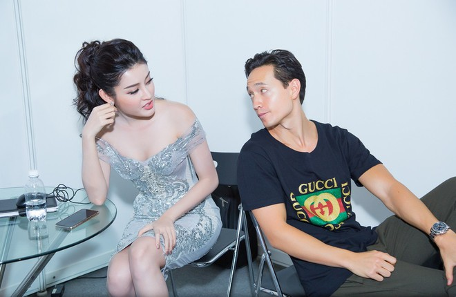 Vắng Hồ Ngọc Hà, Kim Lý vui vẻ trò chuyện cùng Huyền My tại sự kiện - Ảnh 4.