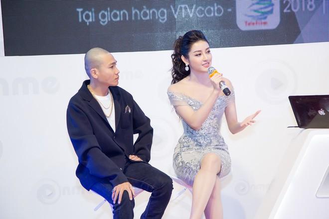 Vắng Hồ Ngọc Hà, Kim Lý vui vẻ trò chuyện cùng Huyền My tại sự kiện - Ảnh 8.