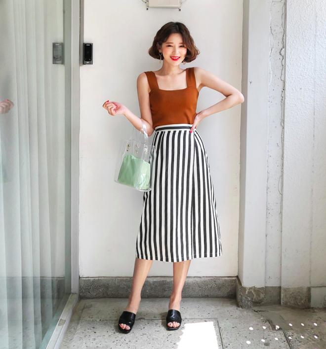 Combo áo hai dây + chân váy midi: vừa xinh vừa điệu, lại siêu mát để nàng tha hồ dạo phố cuối tuần - Ảnh 8.