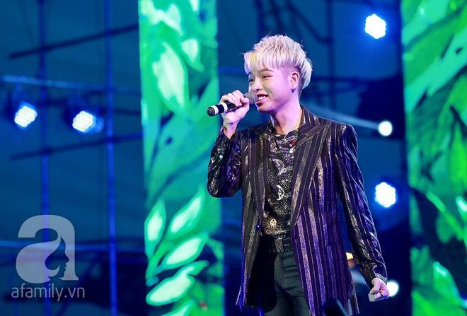 HyunA khoe vũ đạo cực kỳ nóng bỏng còn Highlight lại tặng fan Việt một loạt hit cũ thời còn là B2ST - Ảnh 1.