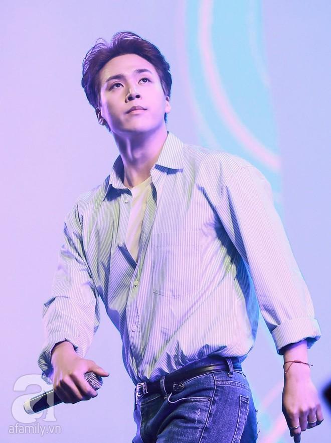 HyunA khoe vũ đạo cực kỳ nóng bỏng còn Highlight lại tặng fan Việt một loạt hit cũ thời còn là B2ST - Ảnh 14.
