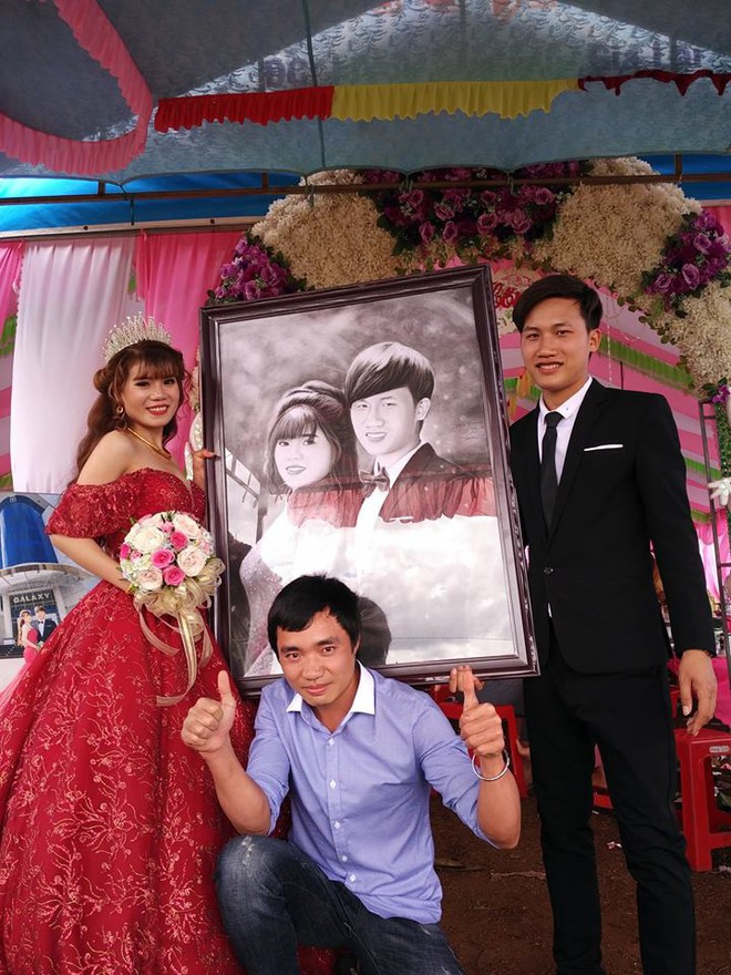 """Nổi tiếng vì được tặng tranh truyền thần trong đám cưới, cặp đôi Gia Lai tiết lộ chuyện tình """"thanh mai trúc mã"""" - Ảnh 1."""