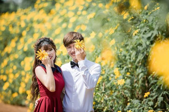 """Nổi tiếng vì được tặng tranh truyền thần trong đám cưới, cặp đôi Gia Lai tiết lộ chuyện tình """"thanh mai trúc mã"""" - Ảnh 3."""