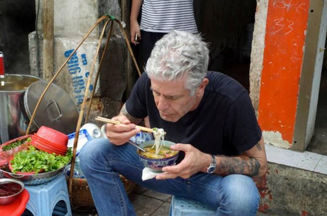 Bánh mỳ Hội An lên truyền hình Mỹ và những hình ảnh không thể nào quên khi đầu bếp Anthony Bourdain đưa ẩm thực Việt Nam đến gần hơn với thế giới - Ảnh 6.