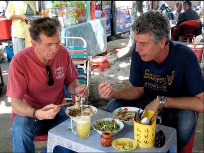 Bánh mỳ Hội An lên truyền hình Mỹ và những hình ảnh không thể nào quên khi đầu bếp Anthony Bourdain đưa ẩm thực Việt Nam đến gần hơn với thế giới - Ảnh 14.