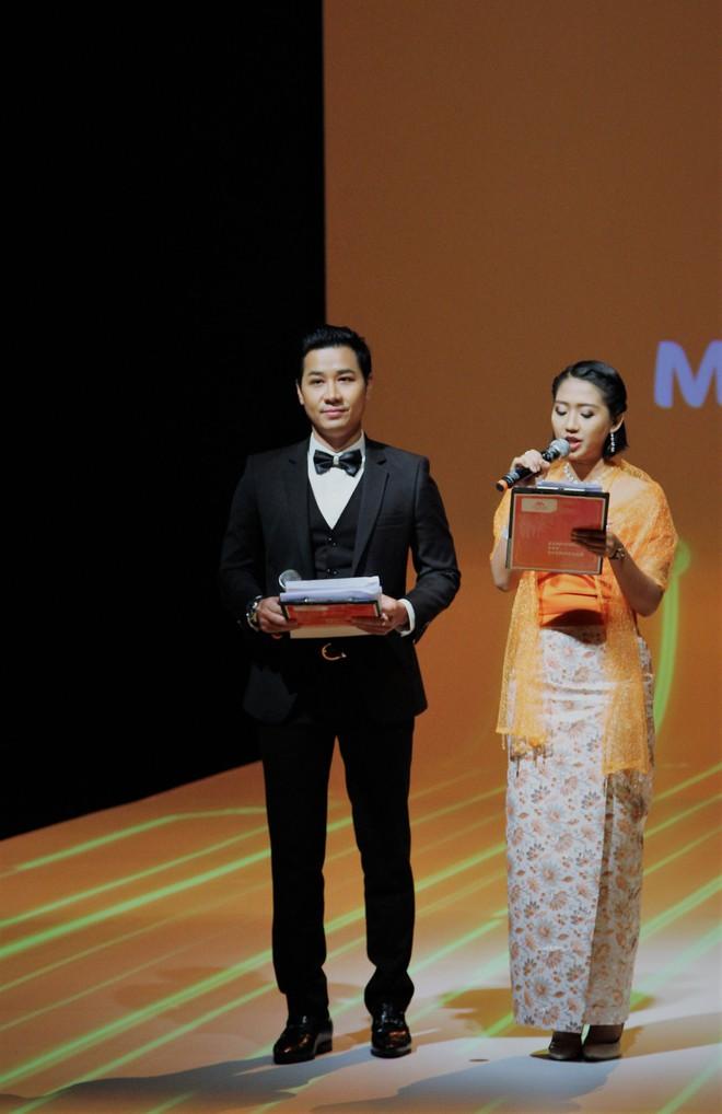 Á Hậu Huyền My e ấp bên Nguyên Khang tại sự kiện quốc tế ở Myanmar - Ảnh 1.