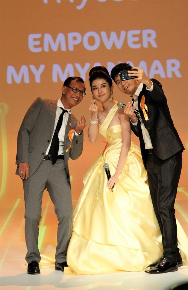 Á Hậu Huyền My e ấp bên Nguyên Khang tại sự kiện quốc tế ở Myanmar - Ảnh 8.