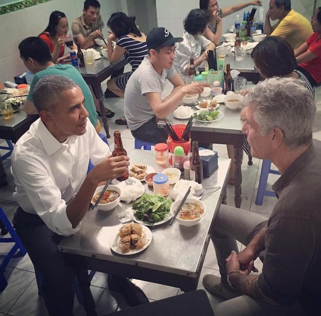 Hành trình yêu và đưa ẩm thực Việt ra thế giới của đầu bếp Mỹ nổi tiếng Anthony Bourdain - Ảnh 4.