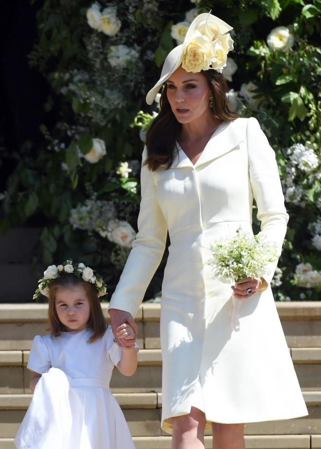 """Để ý mới thấy, Công nương Kate Middleton thường xuyên diện lại """"đồ cũ"""" theo cách mà hiếm ai nhận ra - Ảnh 1."""
