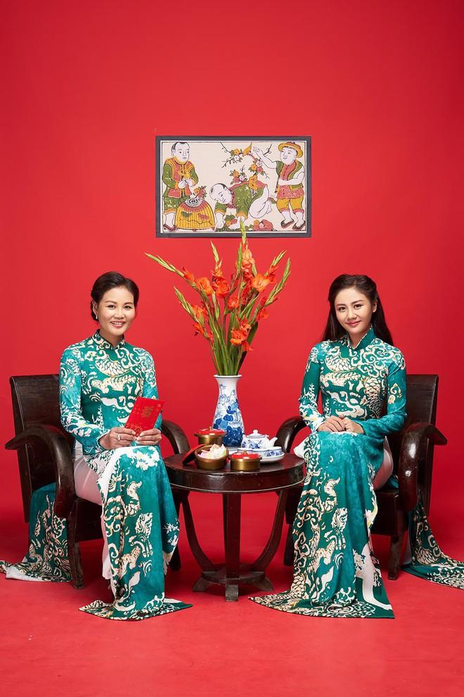 Diện áo dài đỏ rực, Văn Mai Hương khoe mẹ ruột trẻ trung, xinh đẹp - Ảnh 5.