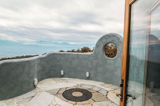 Ngôi nhà trông bên ngoài vô cùng giản dị nhưng khi bước vào bên trong bạn mới hiểu vì sao nó có giá lên tới 174 tỷ đồng - Ảnh 14.