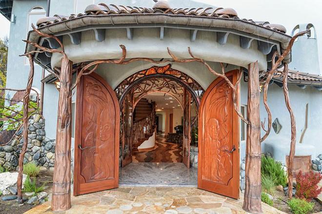 Ngôi nhà trông bên ngoài vô cùng giản dị nhưng khi bước vào bên trong bạn mới hiểu vì sao nó có giá lên tới 174 tỷ đồng - Ảnh 4.