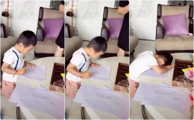 Sáng tạo ra cách tự vẽ đầu của mình, cậu bé đáng yêu khiến người lớn phải phì cười - Ảnh 2.