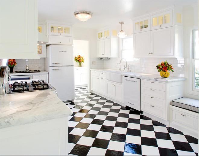 Trang trí nhà với hai gam màu đen và trắng sẽ khiến không gian sống của bạn không bao giờ bị lỗi mốt - Ảnh 4.