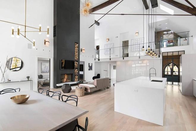 Trang trí nhà với hai gam màu đen và trắng sẽ khiến không gian sống của bạn không bao giờ bị lỗi mốt - Ảnh 11.