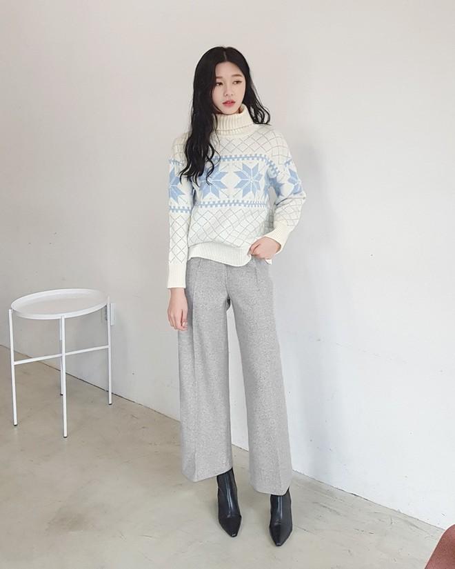 Nếu sợ áo len trơn màu nhàm chán, đã có loạt áo len họa tiết cứu giúp bạn đây - Ảnh 6.