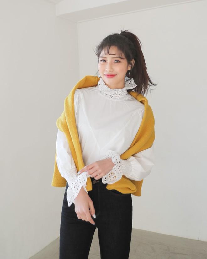 3 cách điệu của áo sơmi và áo blouse đang rất được lòng các nàng điệu đà vào thời điểm này - Ảnh 2.