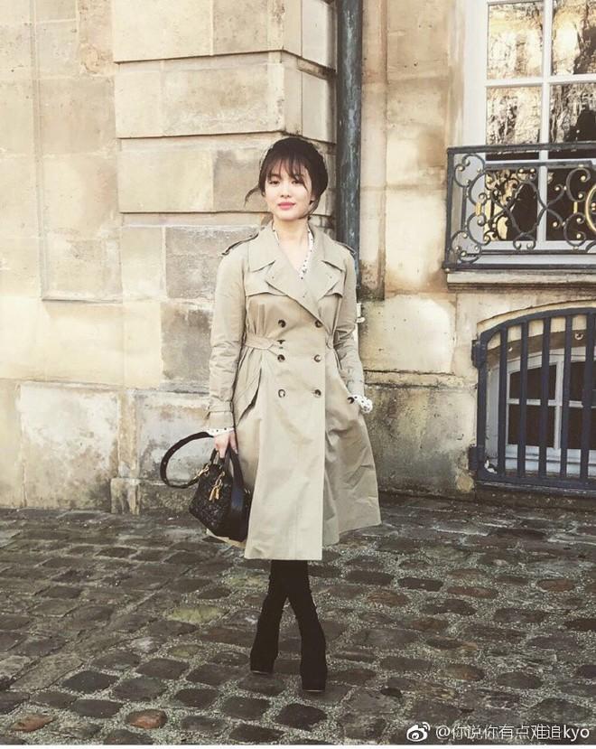 Chẳng ăn diện màu mè, Song Hye Kyo vẫn khiến người ta chú ý vì style thanh lịch tại show Dior - Ảnh 3.