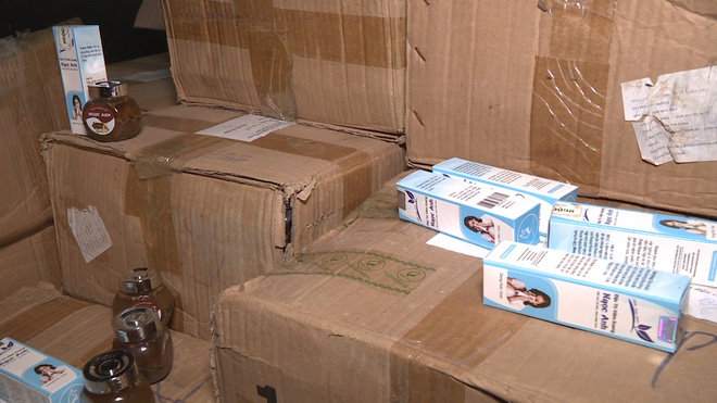 Hà Nội: Cảnh sát đột nhập thu giữ hơn 2 tấn thuốc đông y chữa bệnh bán hàng qua mạng - Ảnh 1.