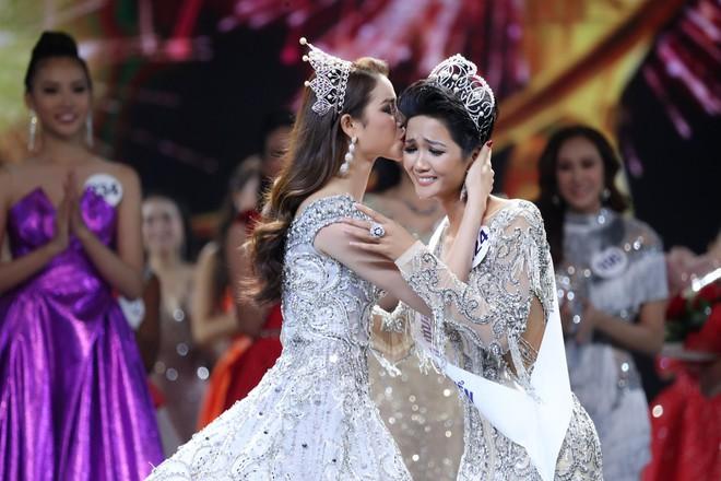 Những điểm trừ đáng tiếc của Chung kết Hoa hậu Hoàn vũ Việt Nam 2017 - Ảnh 2.