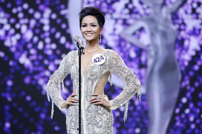 Những điểm trừ đáng tiếc của Chung kết Hoa hậu Hoàn vũ Việt Nam 2017 - Ảnh 8.