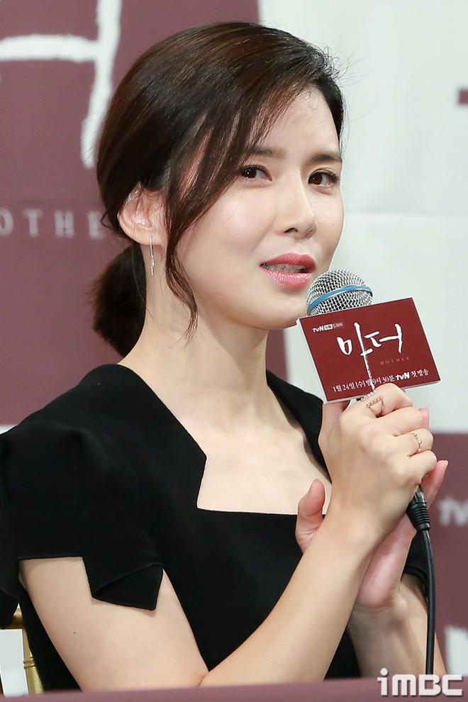 Cựu Hoa hậu Hàn Lee Bo Young đẹp quý phái bên con gái - Ảnh 3.